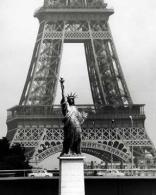 Robert-Doisneau-La Tour Eiffel en liberté 1969